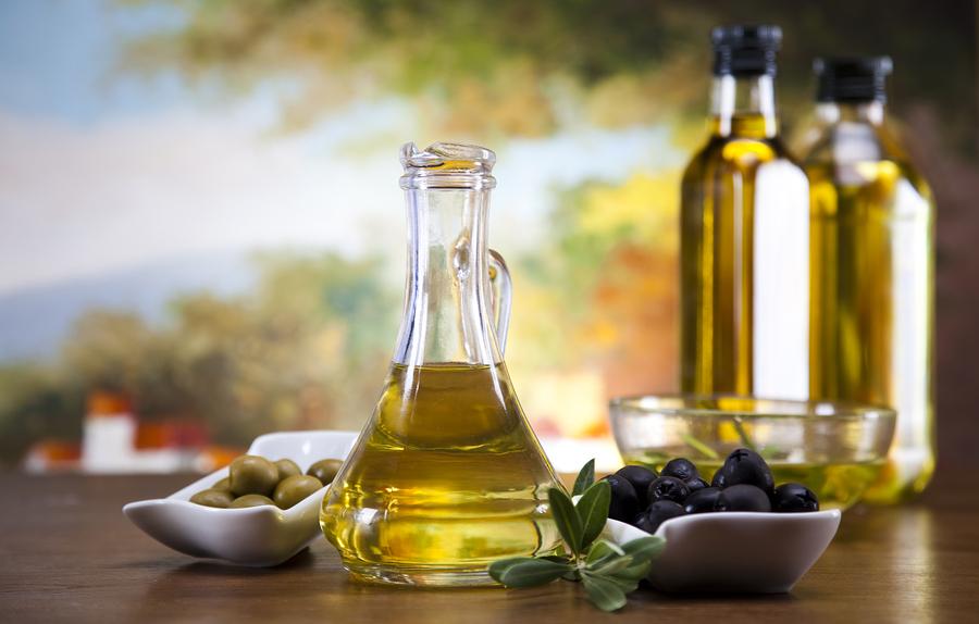 Oliiviöljy  pöydällä